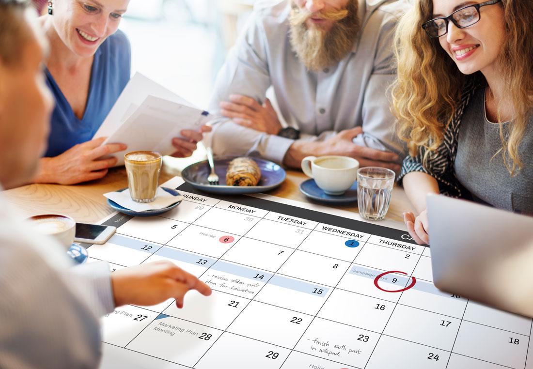 D-max Print – Eventplanering Processen – Människor framför en almanacka